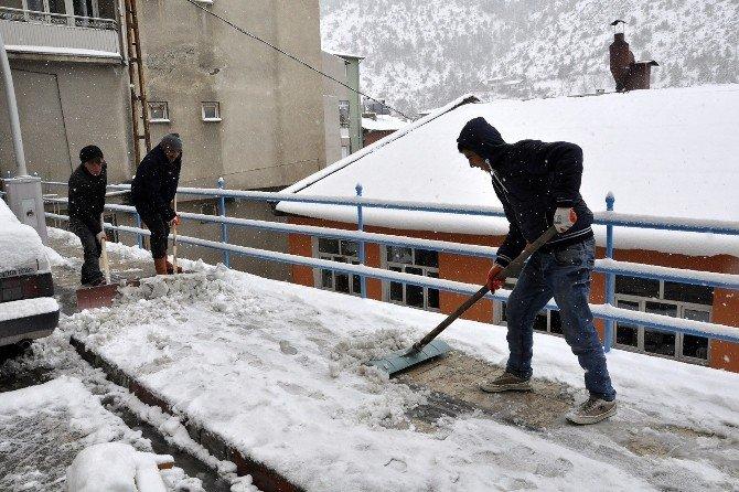 Gümüşhane Belediyesi'nin Karla Mücadele Çalışmaları Devam Ediyor