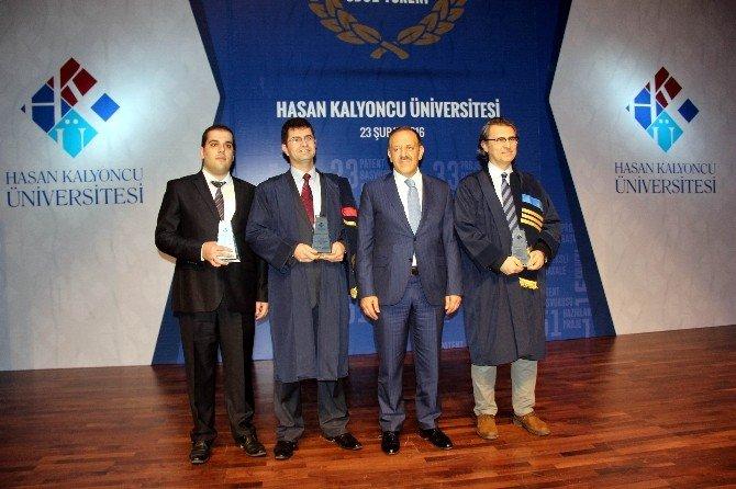 Başarılı Akademisyenler Ödüllerini Aldı
