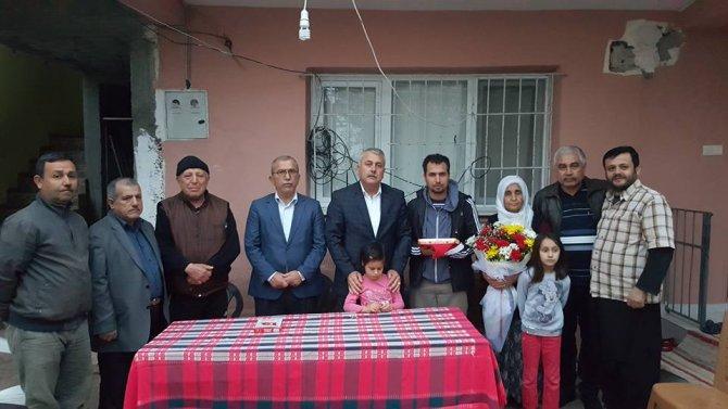 Başkan Toksoy, Sur gazisine Kur'an-ı Kerim ve Türk Bayrağı hediye etti