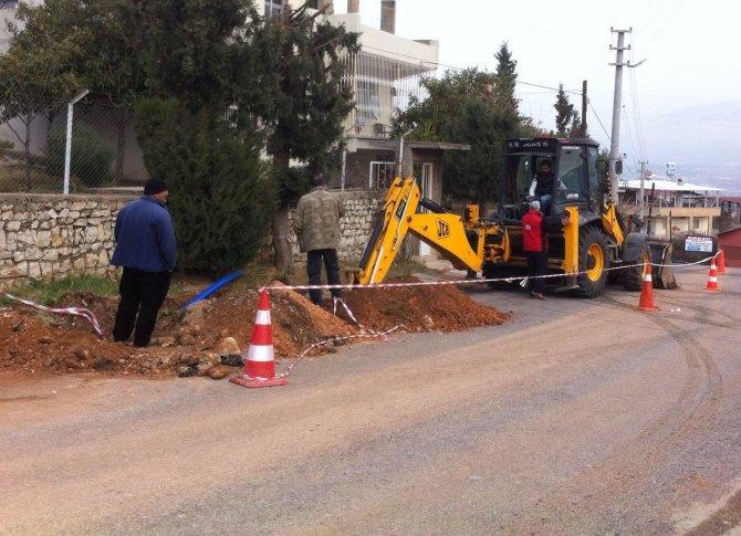 Tepe mahallelerin içme suyu hattı yenileniyor