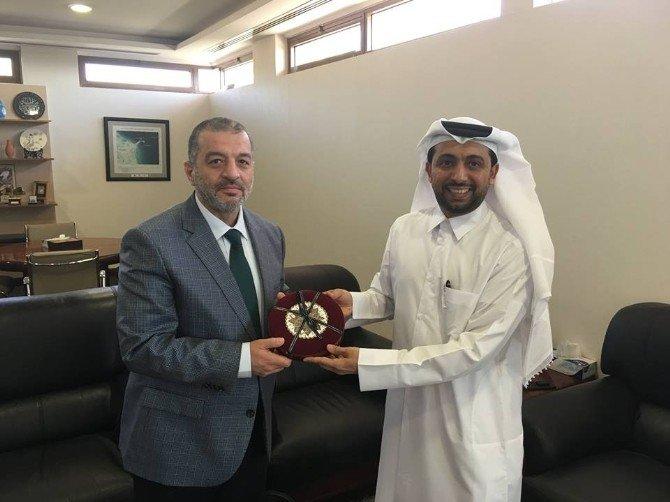 Prof. Dr. Dereli, Katar'da Sanal Ameliyat Yaptı