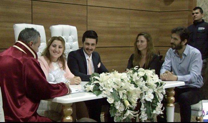 Ünlüler Nikah Şahidi Oldu