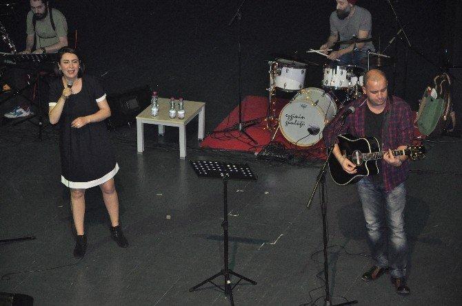 Ezginin Günlüğü Gebzeli Hayranlarına Unutulmaz Bir Konser Verdi