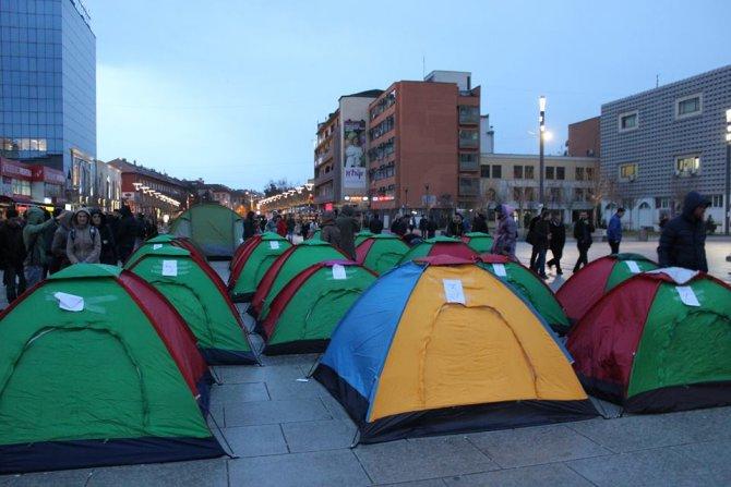 Kosova muhalefeti çadıra girdi