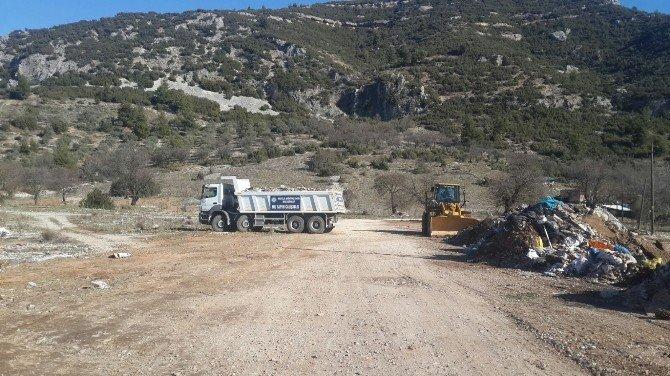 Büyükşehir, Menteşe'de Hafriyat Temizliği Yaptı