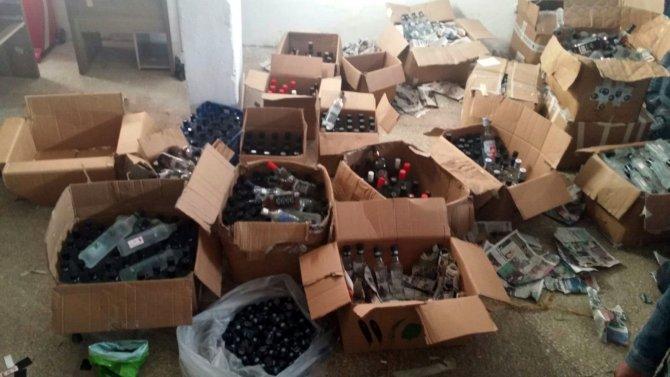 Mersin'de 3 bin şişe sahte içki ele geçirildi