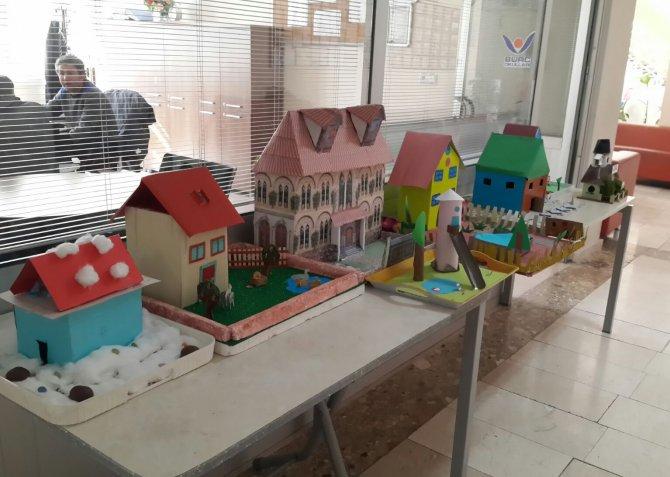 Öğrenciler hayallerinde ki evleri sergiledi