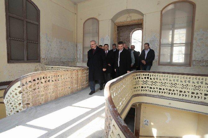 Sultan Abdülhamid Han'ın 133 Yıllık Erkek Lisesi Yenilendi