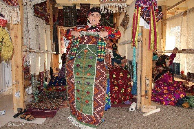 Unutulmaya Yüz Tutan El Sanatlarını Kadınlar Yaşatıyor