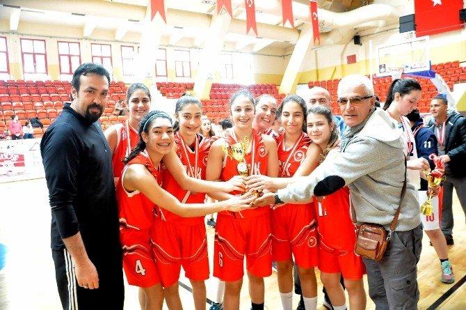 Okulararası Genç Kızlar Basketbol Turnuvası Tamamlandı