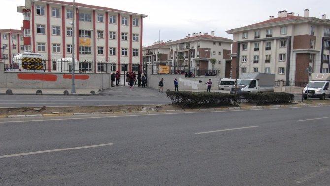 Okul önünde ışık olmaması kazalara davetiye çıkarıyor