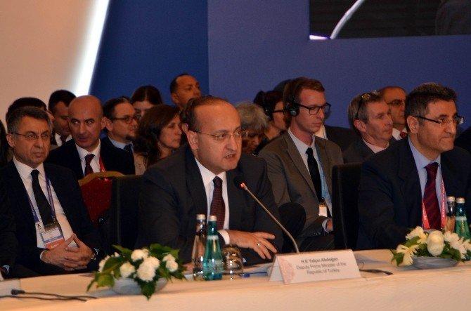 """Başbakan Yardımcısı Akdoğan: """"Savaşın Ve Krizin İçerisinde Unutulan Bir Şey Var, İnsan"""""""
