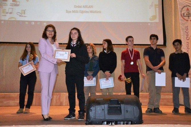 Türk Halk Müziği Yarışması Düzenlendi