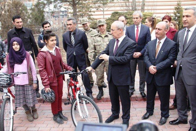 Iğdır'da Bisiklet Dağıtımı