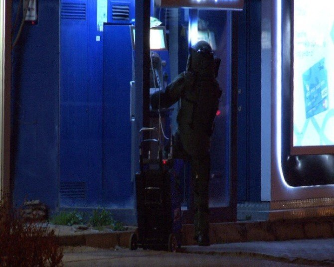 Bankamatiğe Bırakılan Şüpheli Paket Polisi Harekete Geçirdi