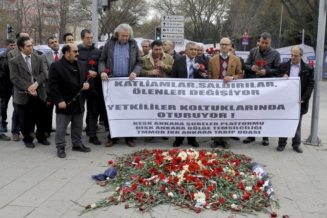 DİSK ve KESK, Ankara'daki patlama noktasına karanfil bıraktı