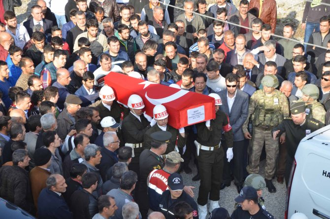 Şehit Uzman Çavuş Yetki Ersan Payas'ta toprağa defnedildi