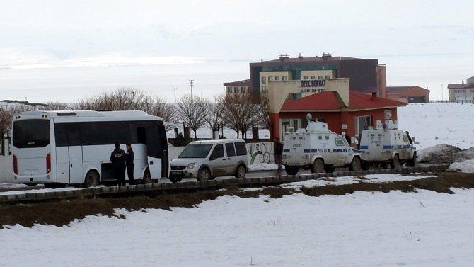 Van'ın en çok madalya kazanan okullarından Erciş Özel Serhat'a polis baskını