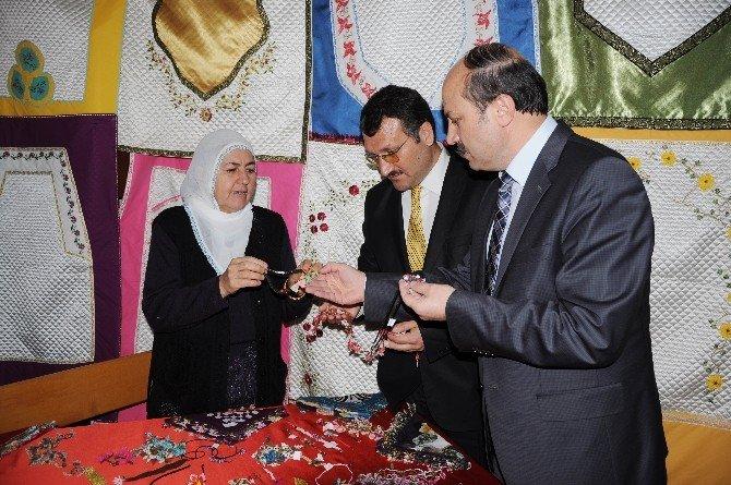 Erdemli'de Halk Eğitim Yılın İlk Sergisini Açtı