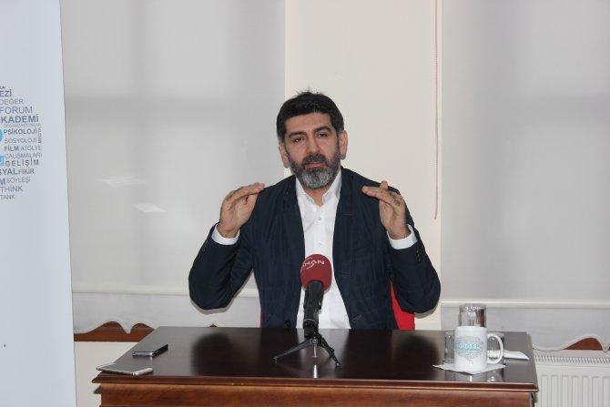 Levent Gültekin: Türkiye'de tek sorun demokrasinin olmaması
