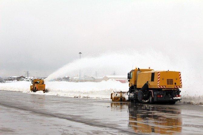 Yüksekova'da Havalimanı 6 Aydır Kapalı