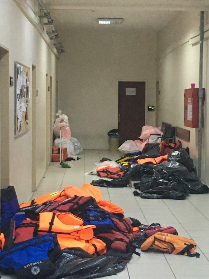 İzmir'de göçmen kaçakçılığı operasyonları
