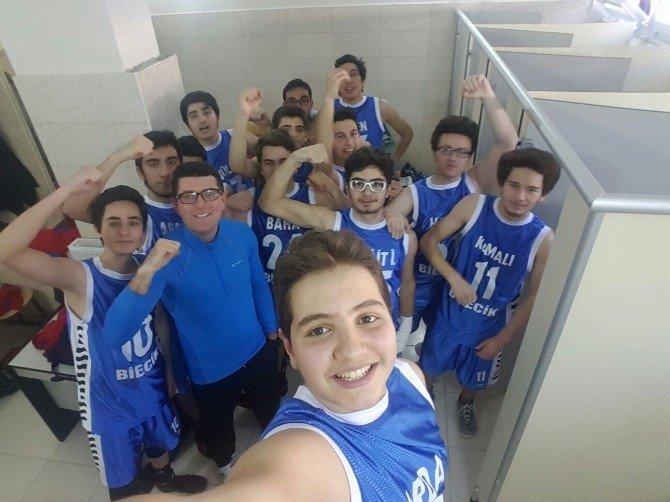 Bilecik'te Liseler Arası Basketbol Müsabakalarının Şampiyonu Özel Hatem Anadolu Lisesi Oldu