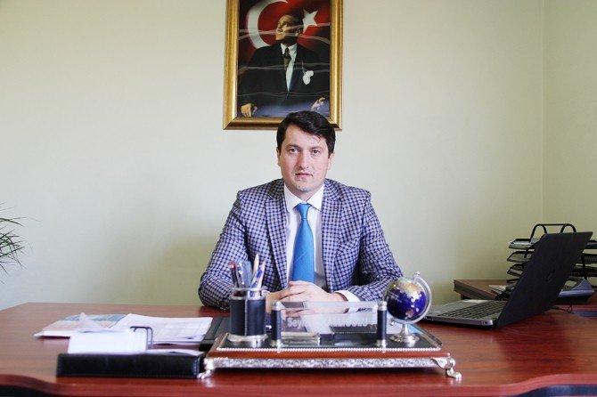 Serdivan'da Bağlar Caddesi'nin İçmesuyu Hattı Yenileniyor