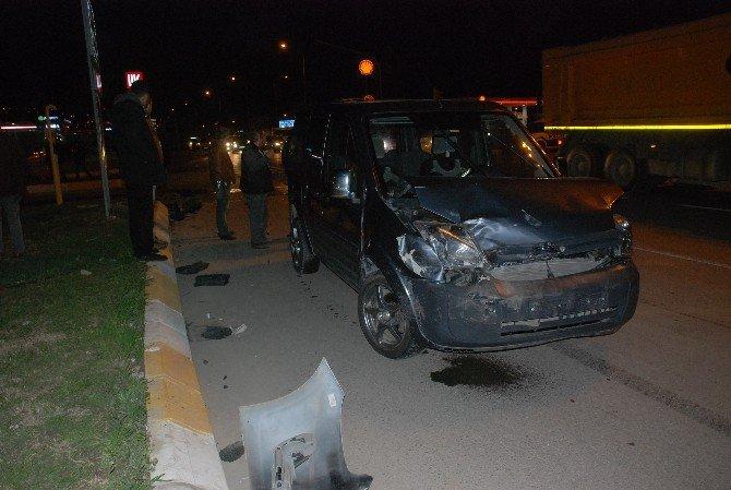 Ambulansla 3 Otomobilin Karıştığı Kazada 6 Kişi Yaralandı