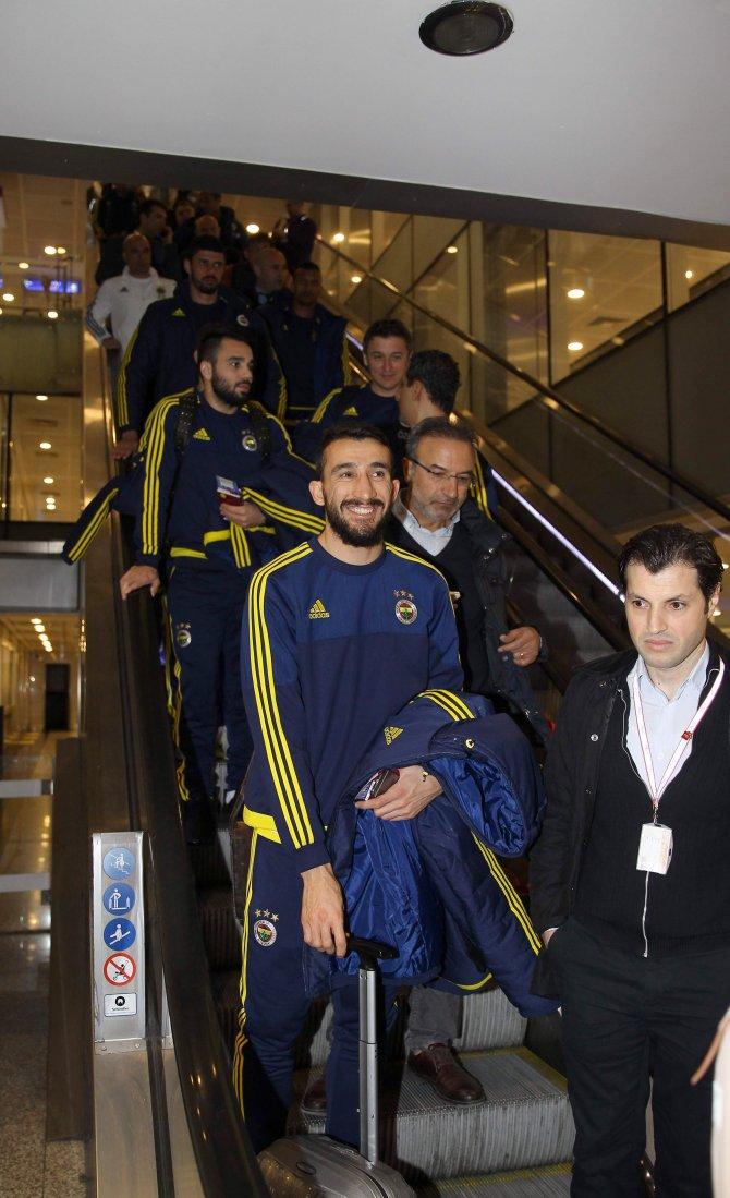 Fenerbahçe, 20 kişilik bir ekiple şafakta Moskova uçtu