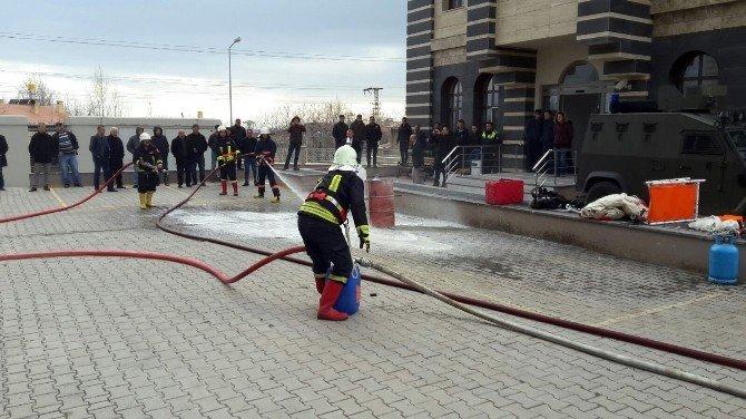 Adilcevaz'da Polislere Yangın Söndürme Tatbikatı
