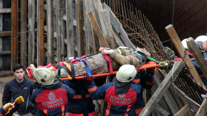 Toprak altında kalan işçi kurtarıldı