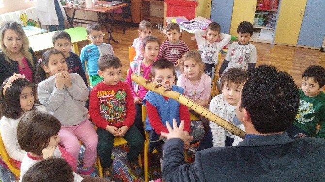 Bağlamayla Öğrencilerine Türk Kültürünü Yaşatıyor