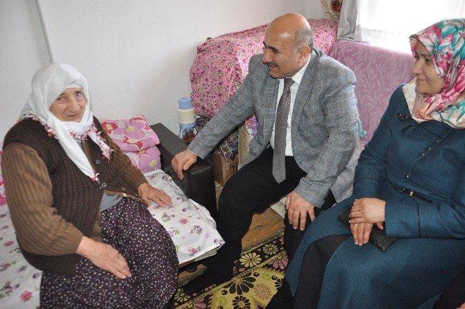 Başkan Ünlü'den Yaşlı Ve Engellilere Evlerinde Ziyaret