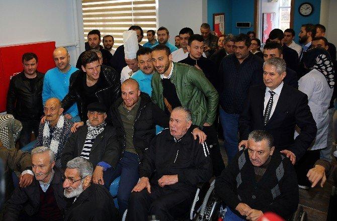 Beşiktaşlı Futbolculardan Anlamlı Ziyaret