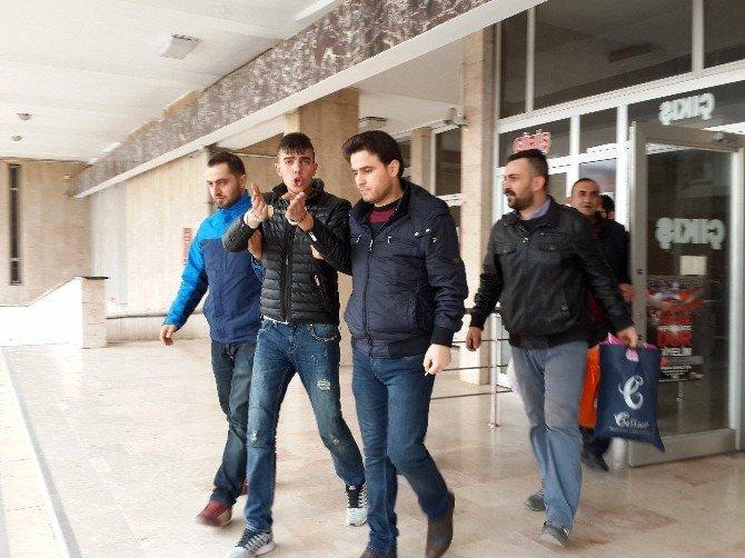 Biber Gazlı Soygunda Yakalanan 2 Şüpheli Tutuklandı