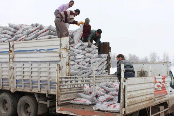 Güroymak'ta kömür dağıtımı devam ediyor