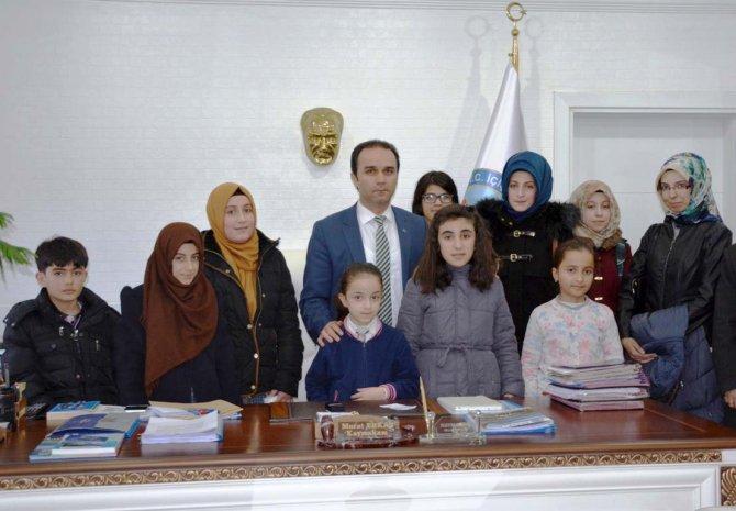 Tatvan'da kitap okuma yarışmasında dereceye giren öğrencilere tablet ödülü