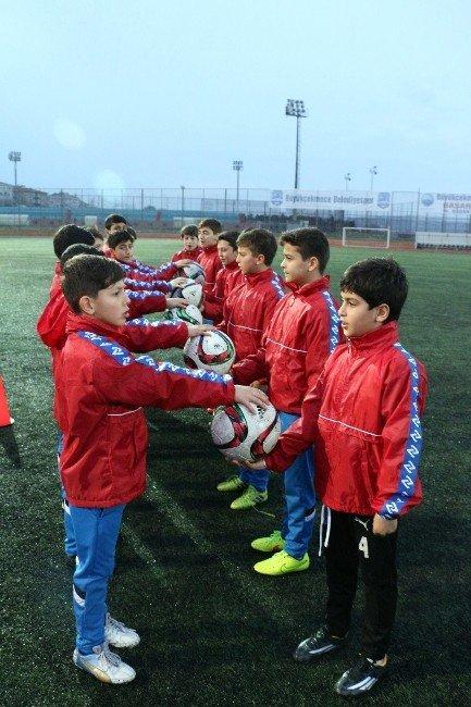 Büyükçekmece Belediyesi Spor Akademisi Öğrencileri Sporcu Yemini Etti