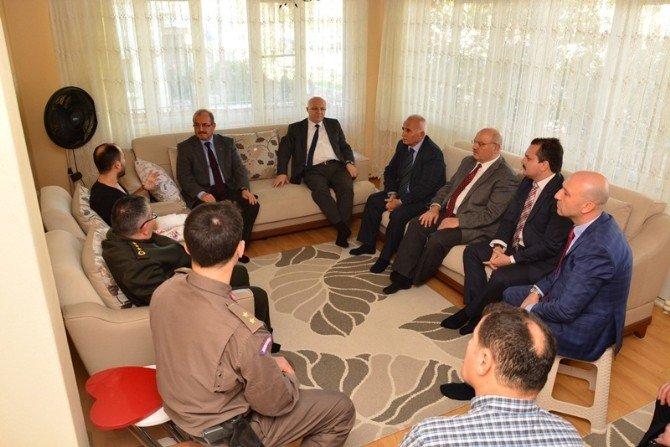 Diyarbakır'da Yaralanan Askere Vali Kocatepe'den Ziyaret