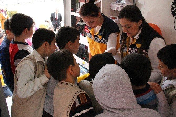 'Trafikte Yaşama Yol Ver' Projesiyle Çocuklar 112'yi Tanıyor