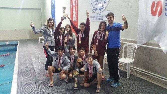 Finalli Öğrenciler Yüzmede Başarılı Oldular