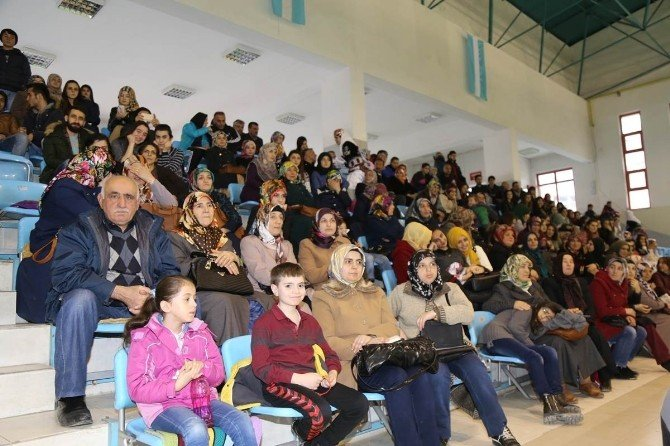 Gümüşhane'de Okullar Ve Kulüplerarası Halk Oyunları Yarışması Yapıldı