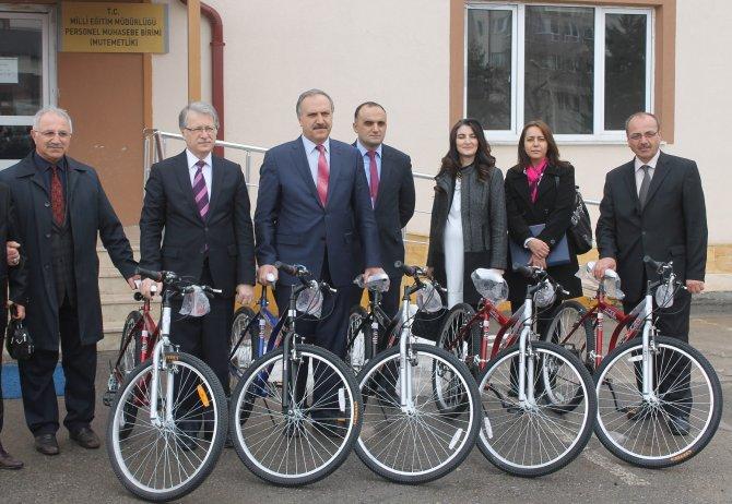 Obezite ile bisiklet dağıtarak mücadele ediliyor