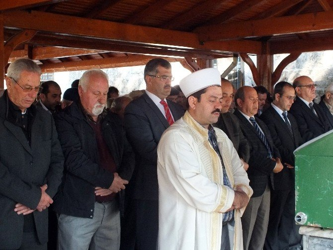 20 Bin Öğrenci Yetiştirdi, Cenazesine 50 Kişi Katıldı