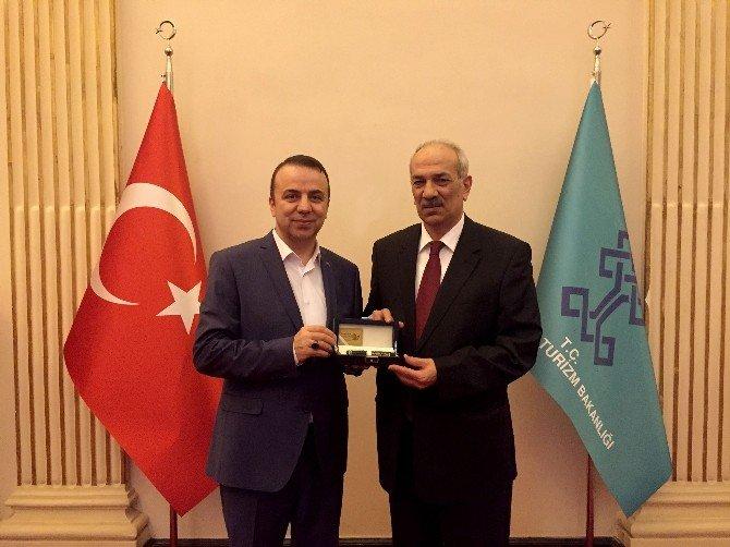 Şair Ve Yazar Bestami Yazgan'dan İstanbul İl Kültür Ve Turizm Müdürü Apaydın'a Ziyaret