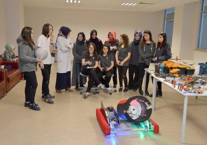 Liseli kızların robotu ABD'de yarışacak