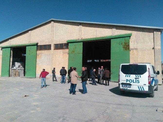 Gübre Torbalarının Altında Kalan İşçi Yaralandı