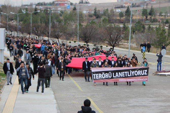 Üniversitelilerden ay yıldızlı protesto