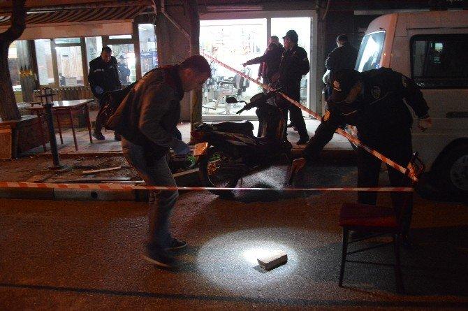 Manisa'da Kahvehaneye Silahlı Saldırı: 2 Yaralı
